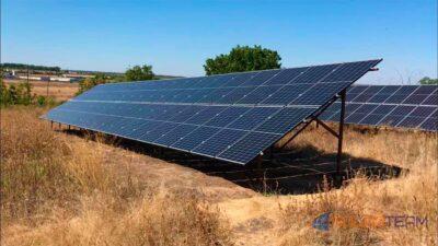 Солнечная электростанция SolarTeam установлена земле. Вид 1